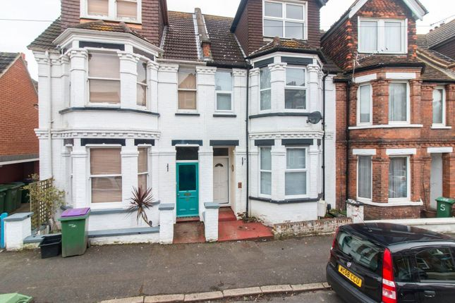 Thumbnail Terraced house for sale in Radnor Park Crescent, Folkestone
