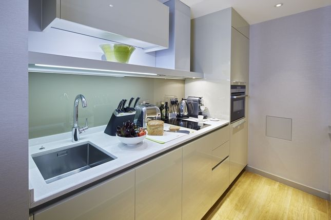 Thumbnail Flat to rent in Three Quay Apartments, Lower Thames Street, London