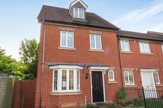Thumbnail Town house for sale in Parkside, Wilnecote, Tamworth