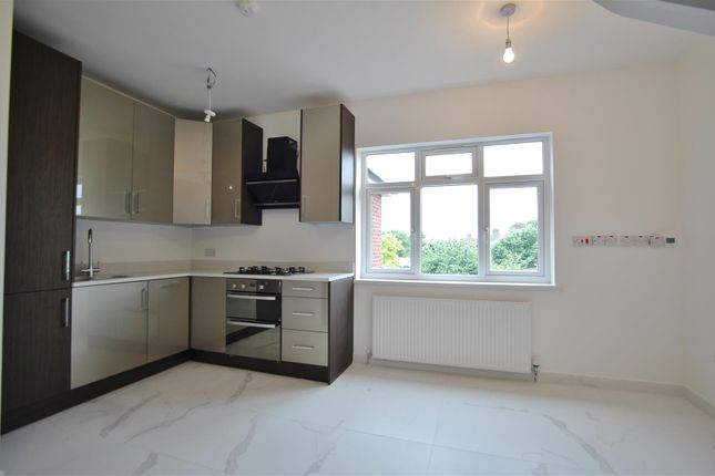Thumbnail Flat to rent in Great West Road, Osterley, Isleworth