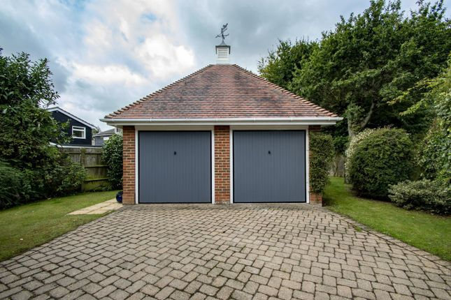 Double Garage of Dean Wood Close, Woodcote, Reading RG8