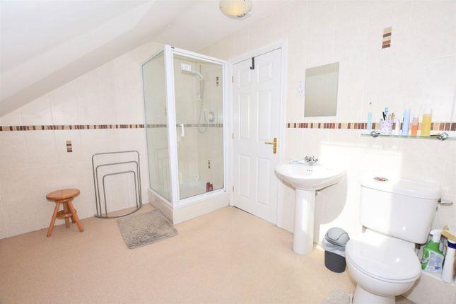 En-Suite of Hoole Lane, Hoole, Chester CH2