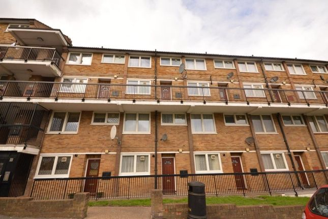 Thumbnail Flat for sale in Knee Hill Crescent, Abbey Wood, London