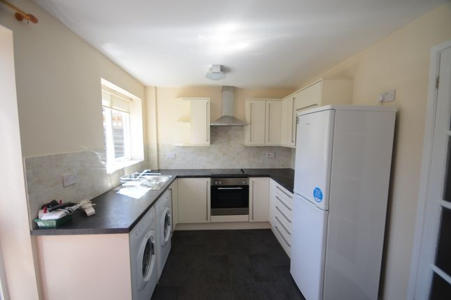 Thumbnail Terraced house to rent in The Willows, Caversham, Reading