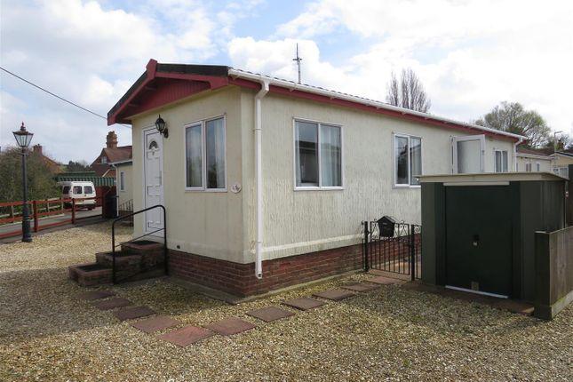 Thumbnail Mobile/park home for sale in Station Road, Heacham, King's Lynn