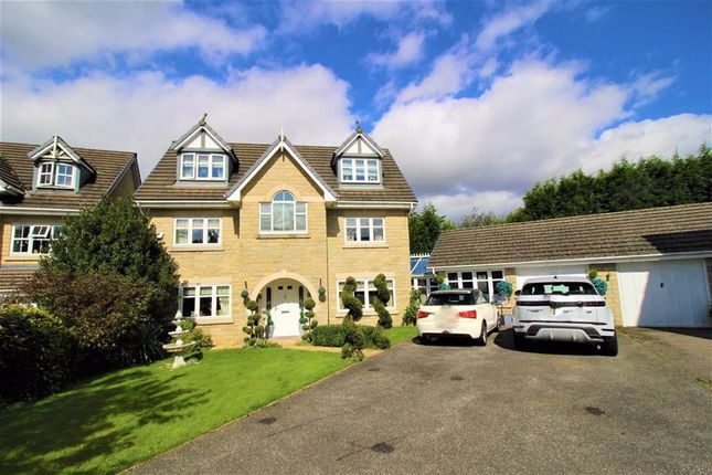 Thumbnail Detached house for sale in Heron Close, Glossop