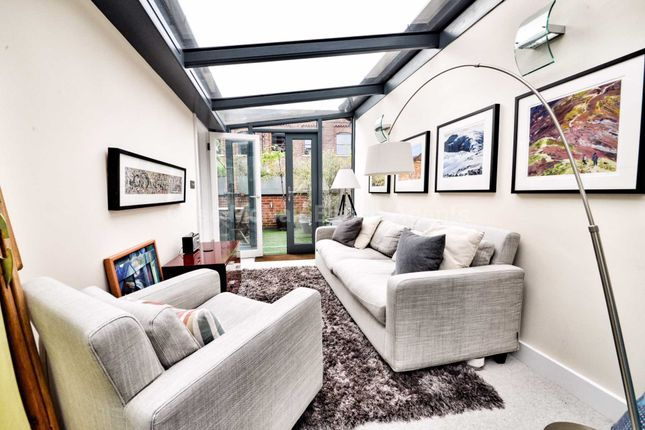 Thumbnail Town house for sale in River Street, Manchester