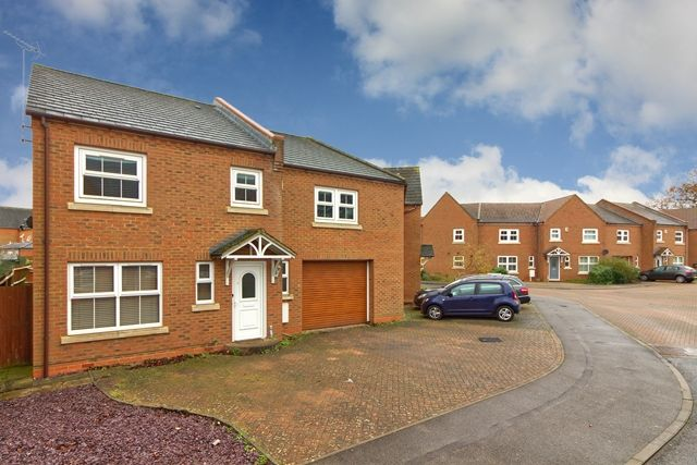 4 bed semi-detached house to rent in Colossus Way, Bletchley, Milton Keynes MK3