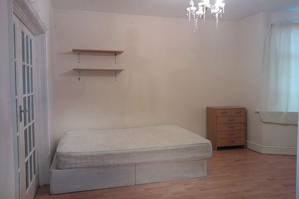Thumbnail Room to rent in Montcalm Road, Charlton