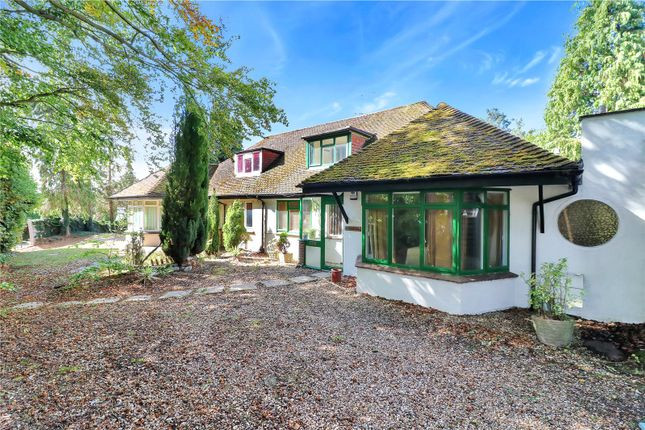 Thumbnail Semi-detached bungalow for sale in Upper Highway, Kings Langley