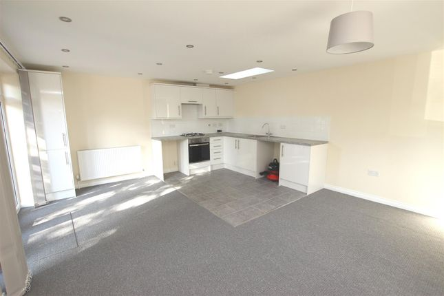 Thumbnail Detached bungalow to rent in The Quadrant, Houghton Regis, Dunstable
