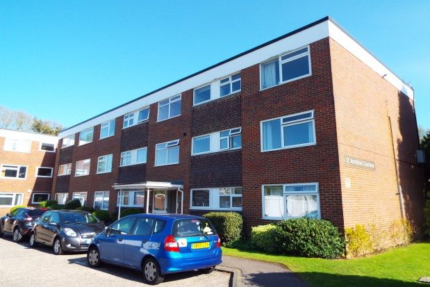 2 bed flat to rent in St. Andrews Gardens, Church Road, Worthing