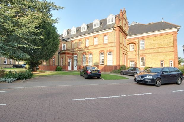 Thumbnail Flat for sale in Newshole Drive, Winchmore Hill