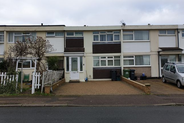 Thumbnail Property to rent in Castle Close, Hoddesdon