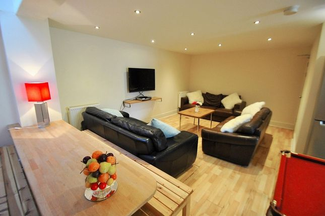 Thumbnail Semi-detached house to rent in School Grove, 8 Bed, Withington, Manchester