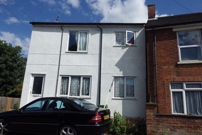 Thumbnail Flat to rent in Victoria Street, Aylesbury, Buckinghamshire