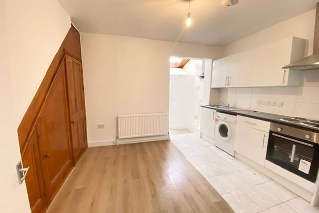 2 bed property to rent in Grosvenor Road, London N9