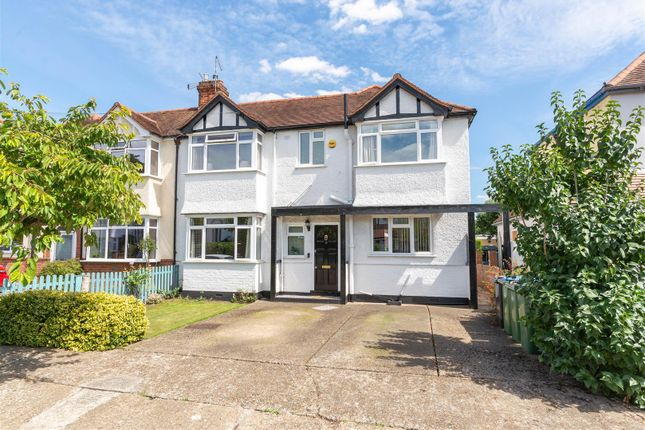 Summer Avenue, East Molesey KT8