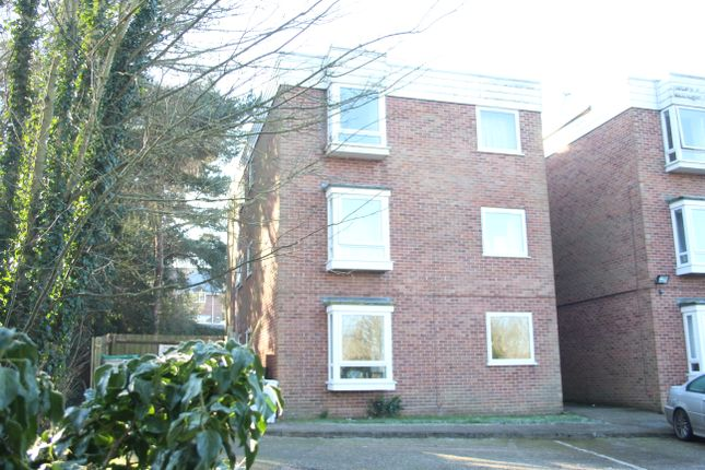 Thumbnail Flat for sale in Firgrove Court, Hungerford