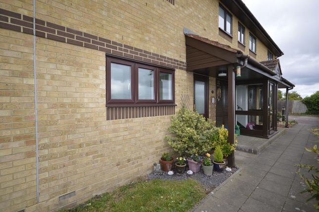 Thumbnail Flat for sale in River View, Gillingham