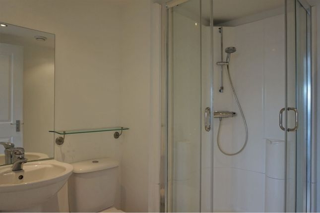 Master En-Suite of South Victoria Dock Road, Dundee DD1
