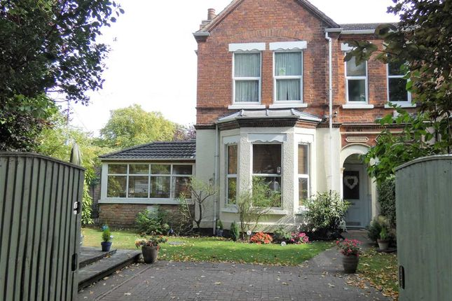 Thumbnail Town house for sale in Abbey Park Road, Grimsby