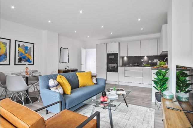 Thumbnail Flat for sale in Pears Road, Hounslow