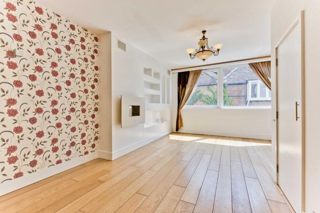 Thumbnail Flat to rent in Half Moon Yard, Cobham