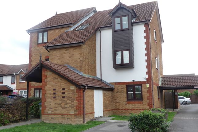 Flat for sale in Hulton Close, Southampton
