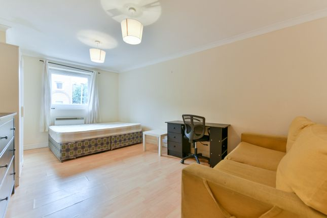 Thumbnail Town house to rent in Cyclops Mews, Canary Whar, Isle Of Dogs