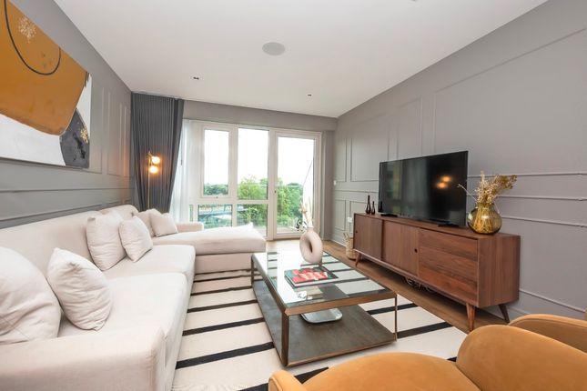 3 bed flat for sale in Kew Bridge Road, Brentford TW8