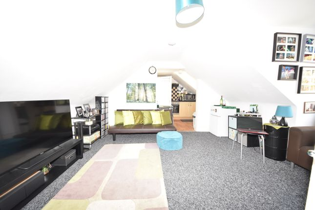 Thumbnail Studio to rent in Heath Park Road, Romford Essex