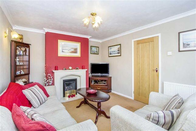 Thumbnail Flat for sale in Farnham Road, Romford, Greater London