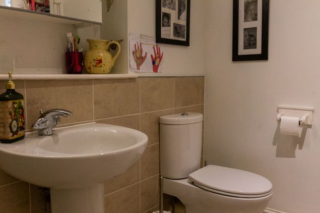 Family Bathroom of North Road, Dundee DD2