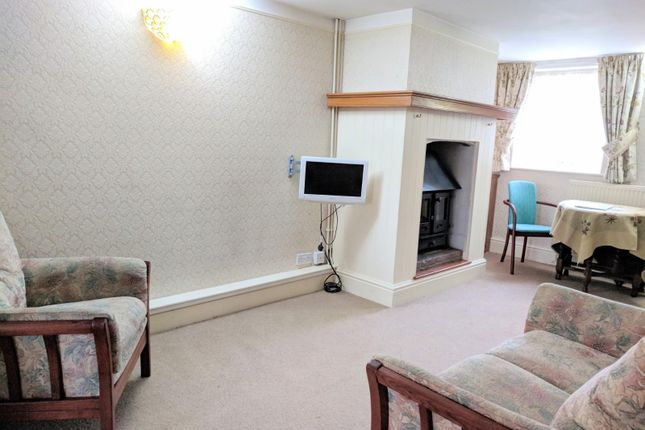 2 bed property to rent in Church Walk, Moulton, Spalding