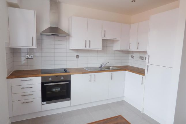 2 bed flat to rent in Alcester Street, Redditch
