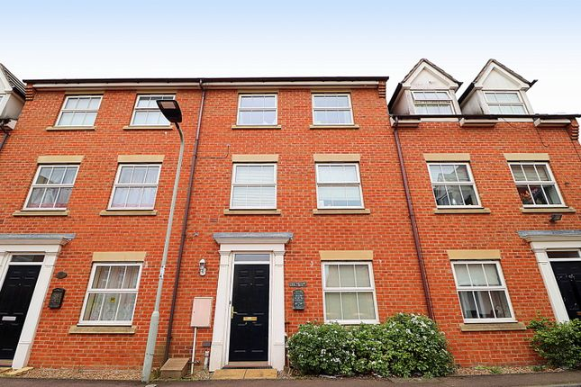 1 bed terraced house to rent in Croyland Drive, Elstow, Bedford MK42