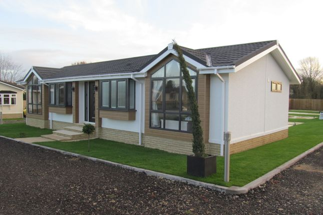 Thumbnail Mobile/park home for sale in Duvall Park (Ref 5761), Upper Heyford, Bicester, Oxfordshire