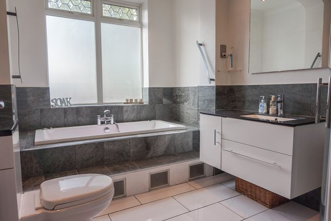 Thumbnail Bungalow for sale in Gladeside, Shirley, Croydon