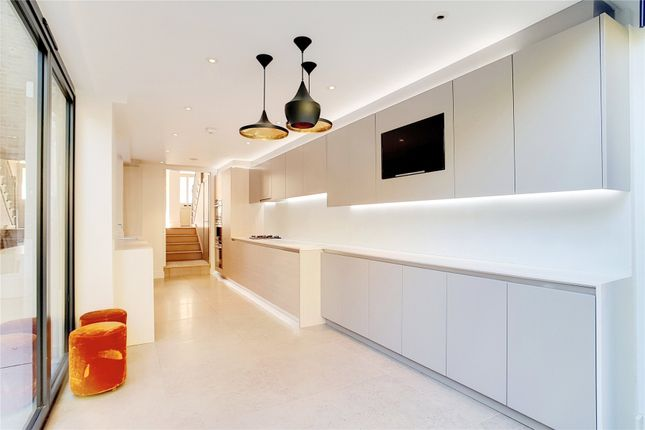 Thumbnail Terraced house to rent in Ashburnham Place, London
