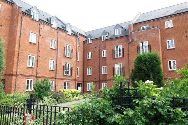 2 bed flat for sale in Britannia Road, Banbury