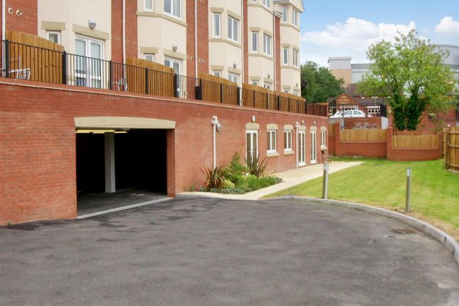 Thumbnail Flat for sale in Hewell Road, Redditch