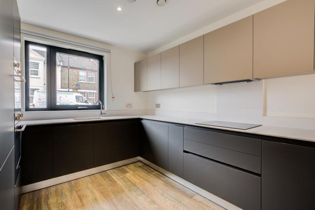 Thumbnail Town house to rent in Watteau Square, Croydon