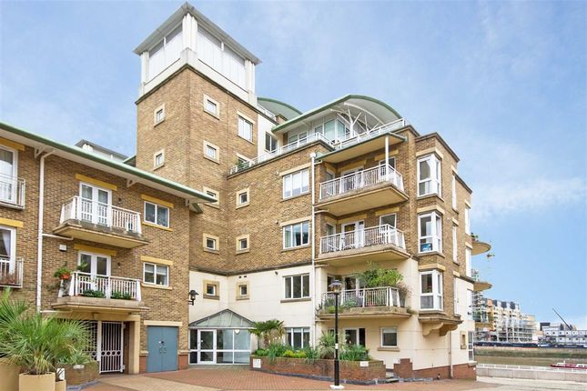 2 bed flat for sale in Chatfield Road, London