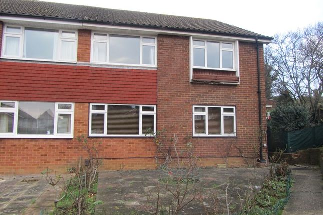 Thumbnail Maisonette to rent in Holland Close, Hayes, Bromley