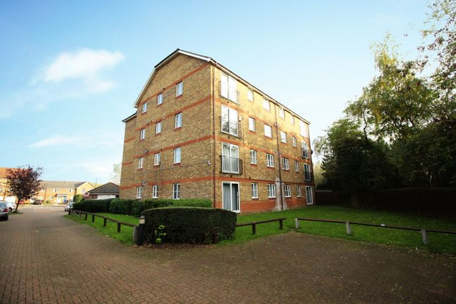 Thumbnail Flat for sale in Woburn Close, Thamesmead, Greater London