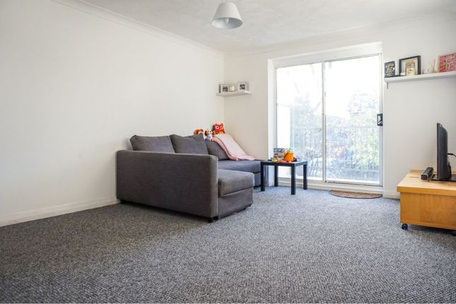 Thumbnail Flat for sale in Camellia Place, Basildon