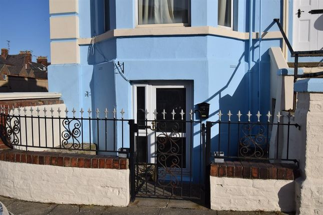 Thumbnail Flat to rent in Alexandra Drive, Bridlington
