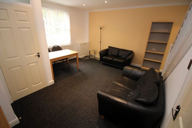 Living Room of Aigburth Vale, Aigburth L17