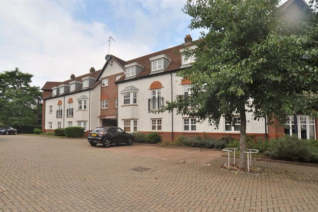 2 bed flat for sale in Ascot Drive, Letchworth Garden City SG6